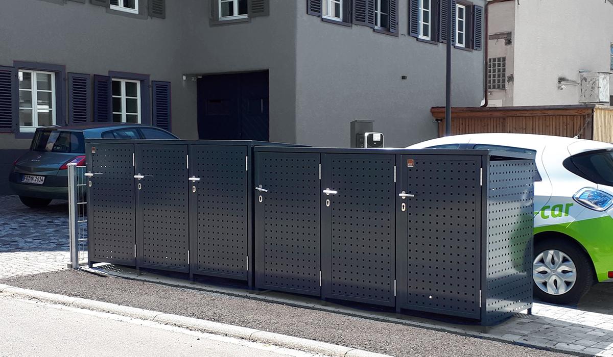 <b>Mülltonnen-Box mit Drehtür</b>