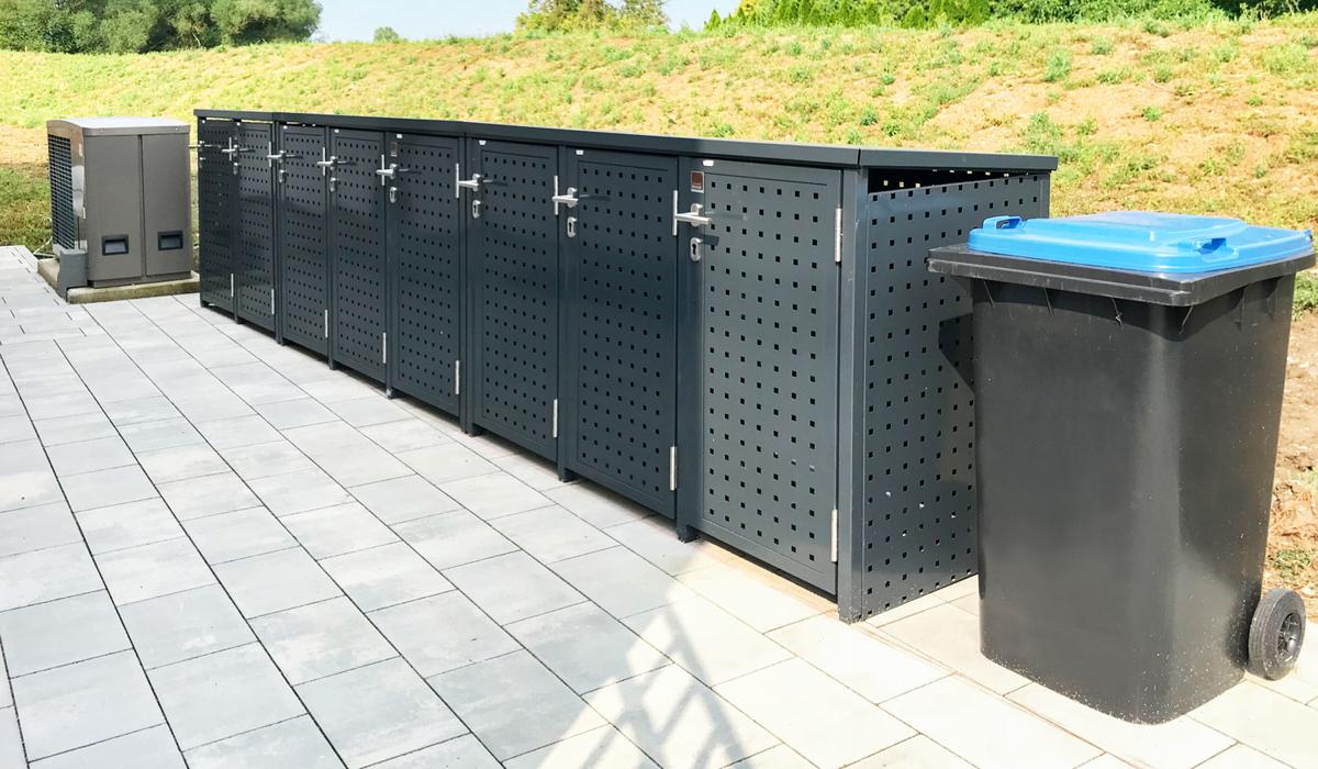<h5>Mülltonnen-Boxen mit Drehtür aus Quadratlochblech</h5>
