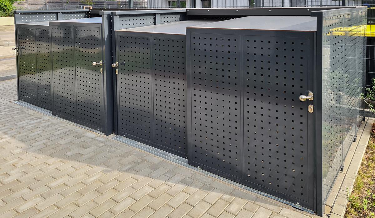 <h5>Fahrrad-Boxen mit Schiebetür aus Quadratlochblech</h5>