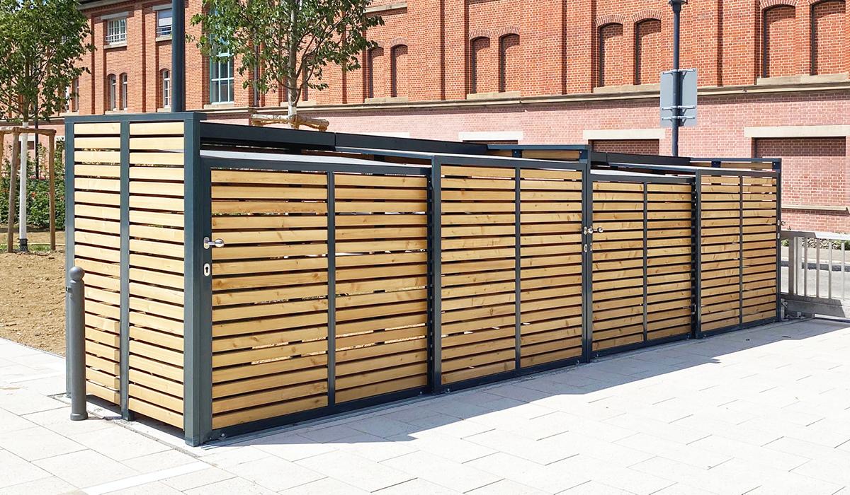 <b>Mülltonnen-Box mit Schiebetür aus Holz</b>