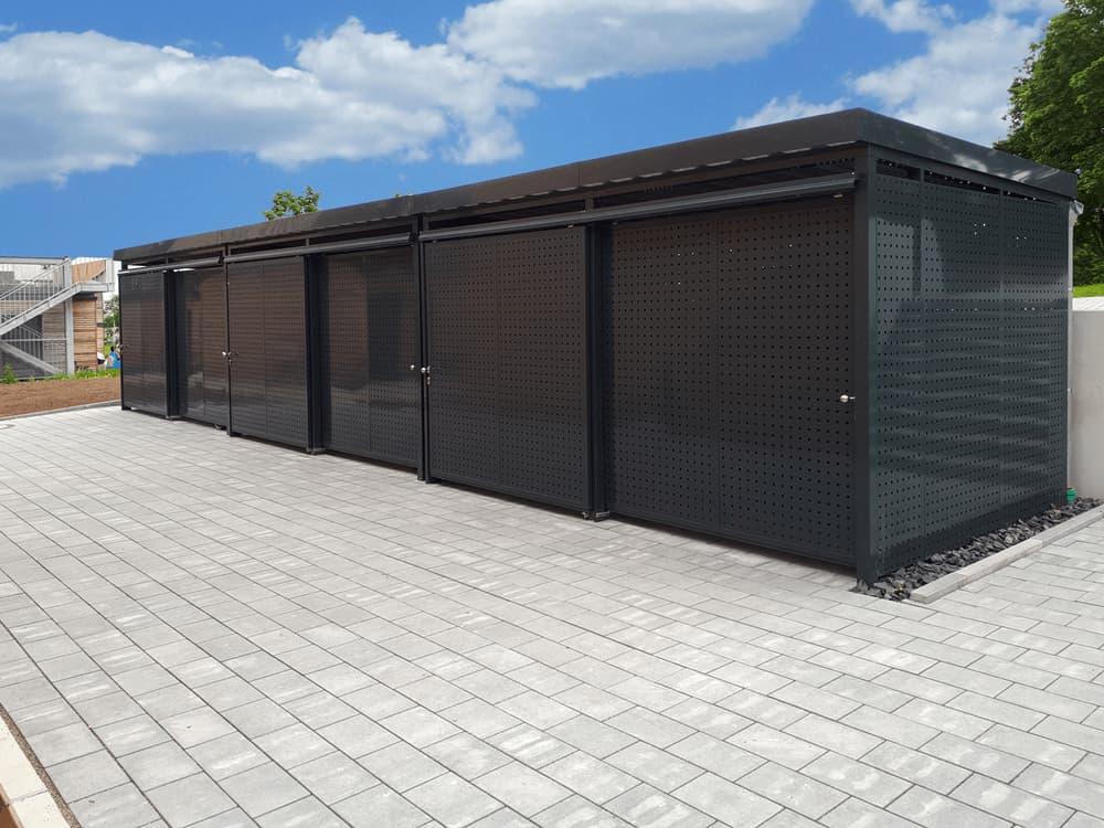 <h5>Drei Fertig-Einhausungen in Größe S (4.200 x 2.645 mm)</h5>